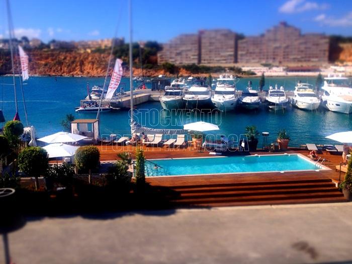 Port Adriano Yachthafen Swimmingpool Der von Phillip Stark designte Yachthafen mit seinen Restaurants und Boutiquen, eine edle Einkaufsmeile im Süd Westen von Mallorca