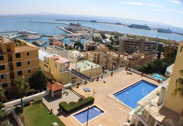 AIDA MAR im Hafen von Palma de Mallorca Fotomotiv des Kreuzfahrthafen